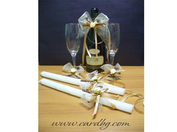 Украса бутилка, чаши, свещи