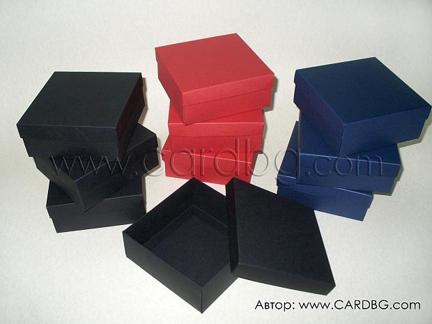 Квадратни кутии по поръчка в различни цветове