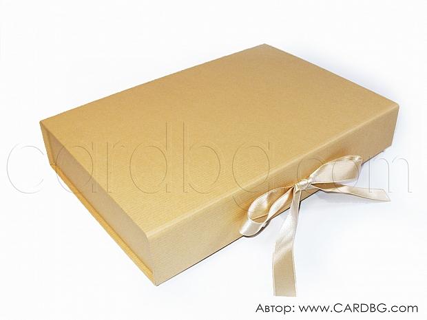 Ниска здрава луксозна кутия с панделка 31х21х5,5 см № HCB 02 s