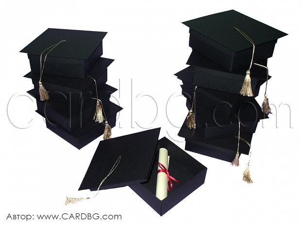 Покана шапка за завършване размер 10х10х4 см