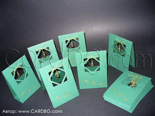 Ръчно рисувани коледни картички с камбанки в зелено