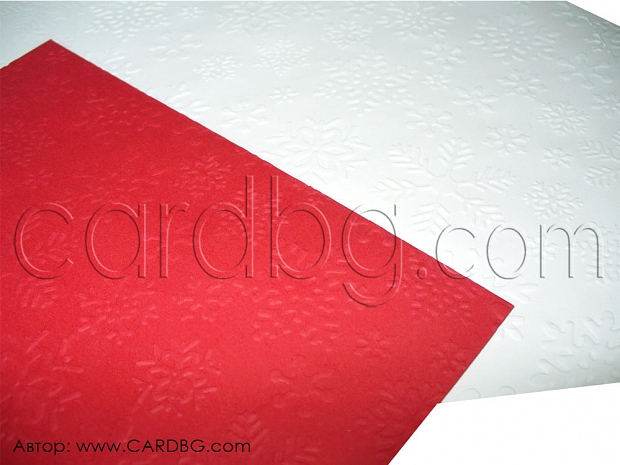 Ефектен пощенски плик с релефни снежинки размер 16х16 см.