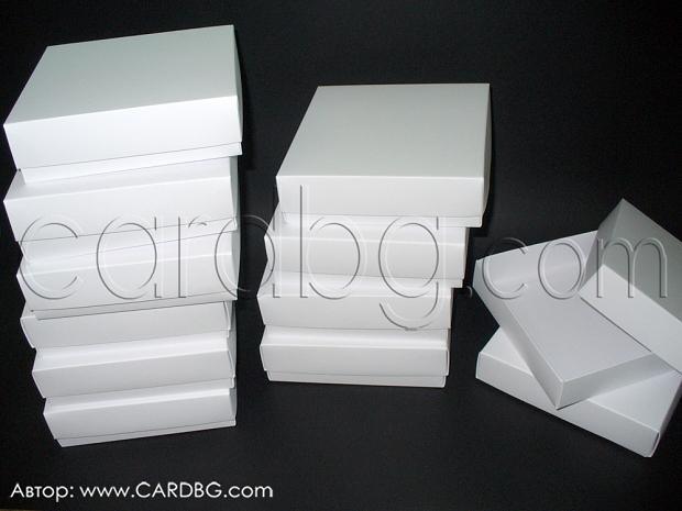 Бяла картонена кутия с отделен капак  10х10х4 см - 25 броя