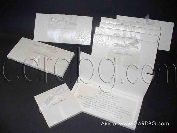 Луксозна бяла покана с перлени елементи в кутия с органза № 34949