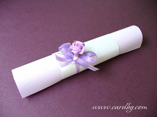 Свитък в цветове лилаво и бяло с нежна лилава роза