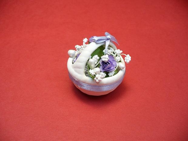 Подарък за гостите кошничка с украса цветя