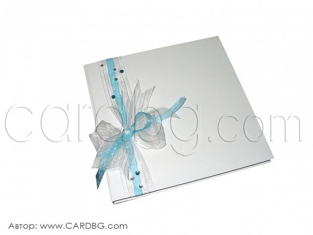 Сватбена книга с бяла и синя органза