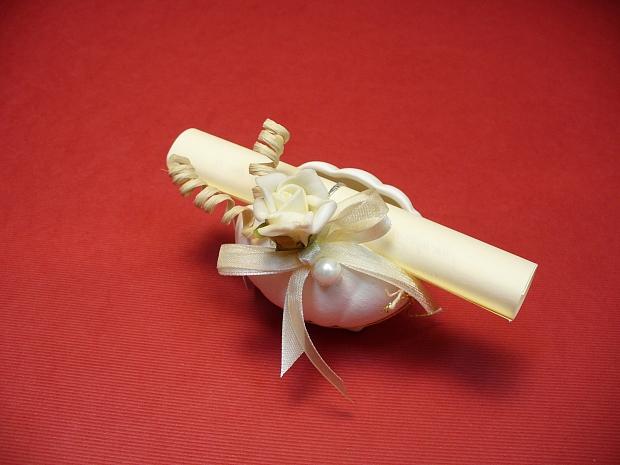 Подарък мида със свитък