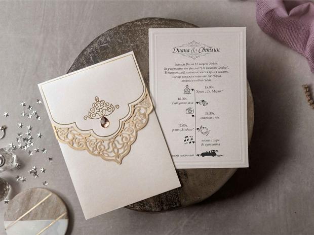 Сватбена покана в перлена слонова кост със златен лазерно изрязана дантела