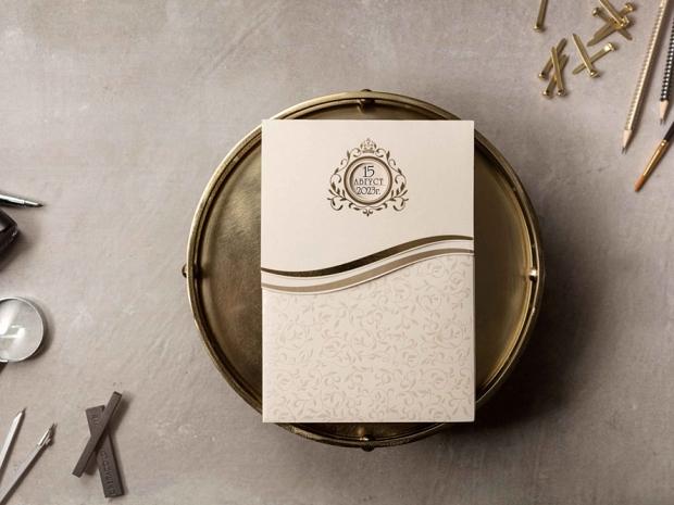 Луксозна сватбена покана-папка със златни елементи