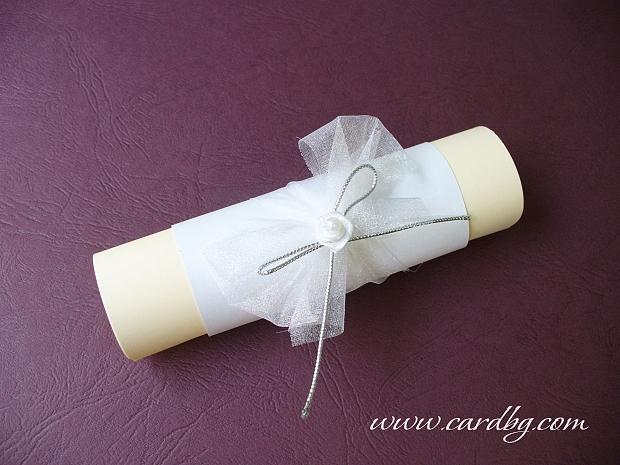 Покани с бяла сатенена роза и бяла органза