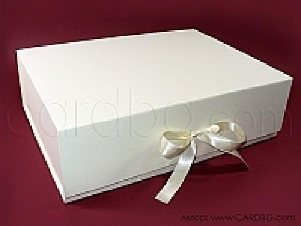Голяма кутия за подарък за кръщене, кутия за дрехи 38х29х12,5 см