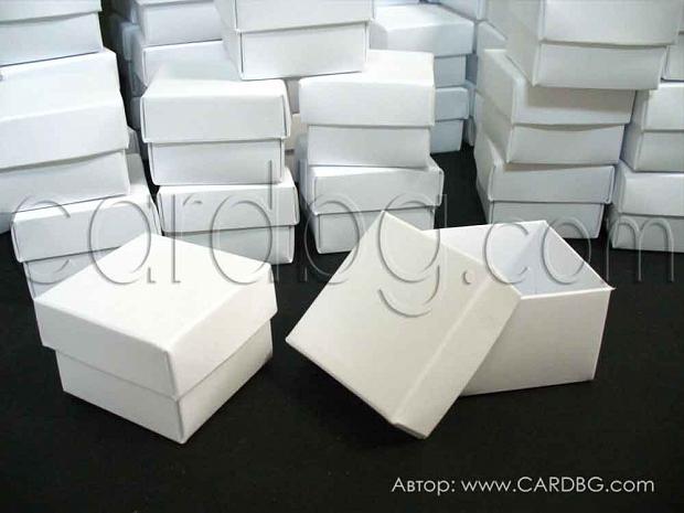 Налични малки кутийки от бял офсет, отделен капак 4х4х3 см - 25 бр