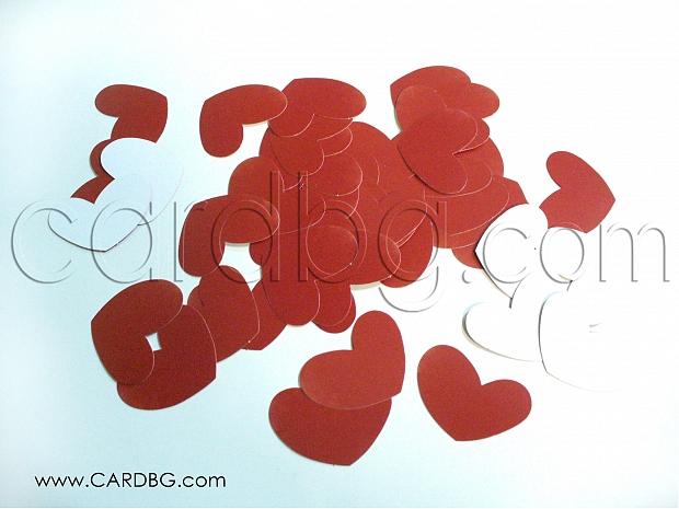 Червени и бели картонени сърца за декорации 50 броя