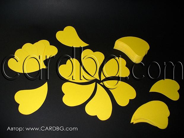 Големи картонени жълти сърца за украси и аранжировки 30 броя в пакет