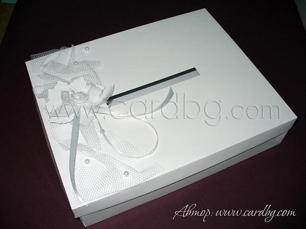 Кутия за пари в бяло