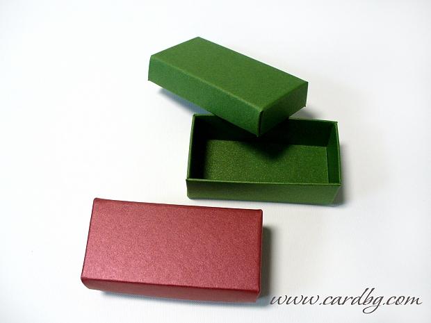 Малка кутия от перлен картон с отделен капак 7,5х3,5х2,5см.