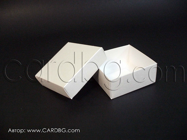 Перлена кутия с отделен капак 7x7x3см.