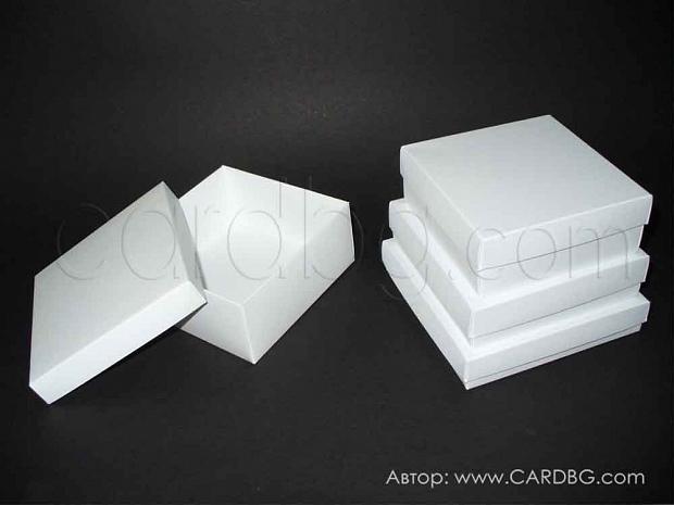 Кутии по поръчка с размери 11х11х4 см, 12х12х3 см и 13х13х2.3 см