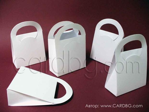Картонена кутия тип чанта, бял офсет р-р 10х10х4,5 см - 25 броя