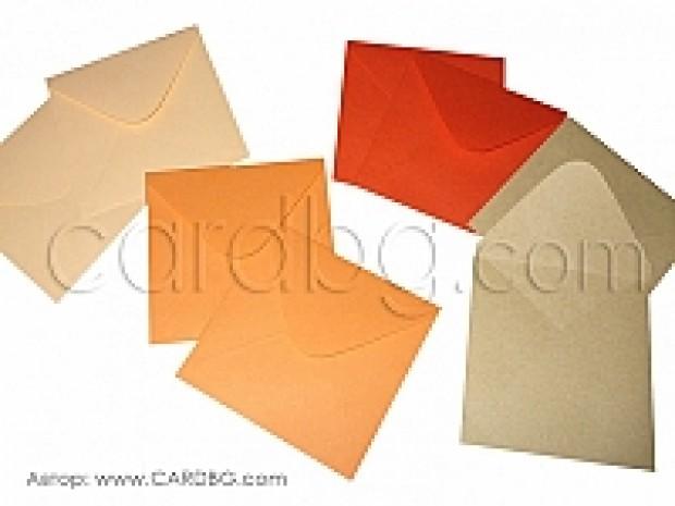 Цветни квадратни пощенски пликове в цвят червено, оранжево и екрю, с капак, без лепило, размер 12х12 см