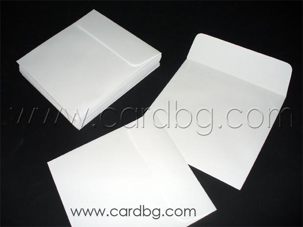 Квадратен бял пощенски плик без лепило с капак