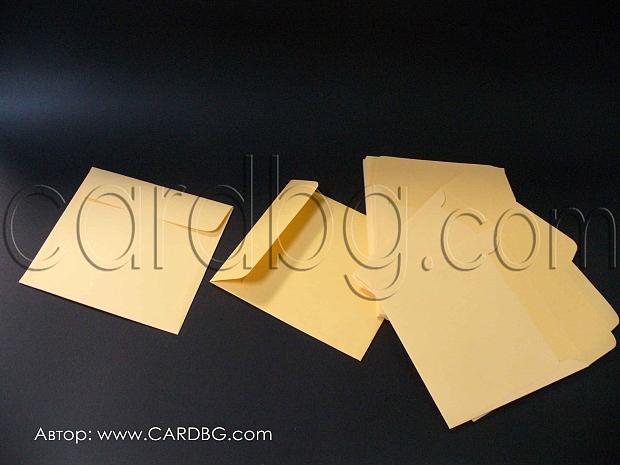 Квадратен пощенски плик  цвят праскова с капак без лепило