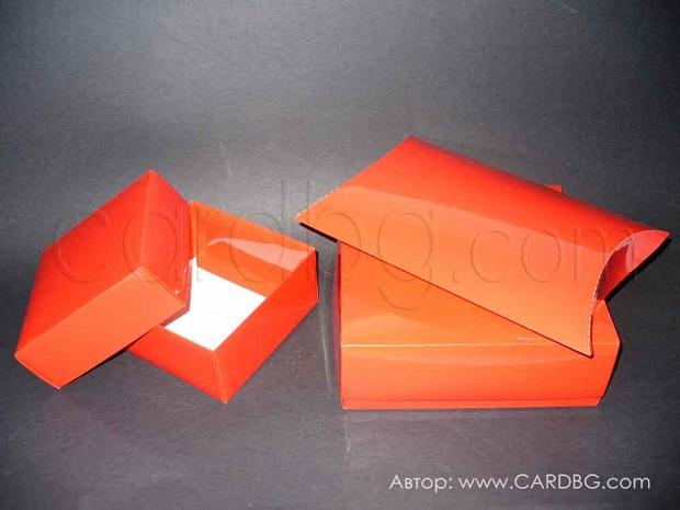 Луксозна картонена кутия с лак и отделен капак 15х15х7 см