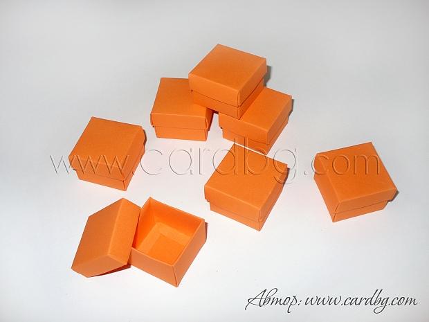 Малка картонена кутия  4x4x3см. цвят: оранжев