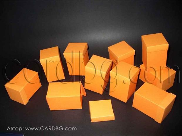 Оранжеви кутии тип паралелепипед  с капак 5.5x5.5x9см.