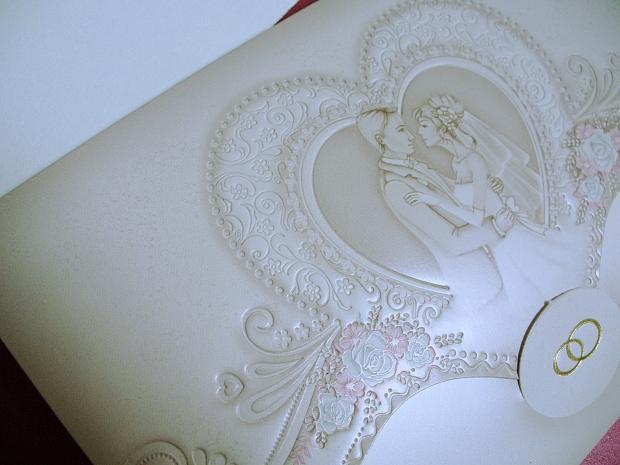 Сватбена покана с младоженци в бежаво № 31316