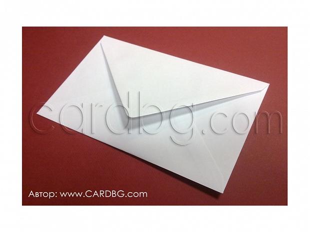 Бял плик с триъгълен капак с лепило за картички, писма