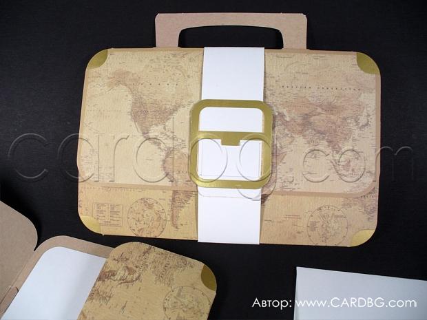 Покана за сватба куфар-карта на света с лента със златна катарама и златни елементи