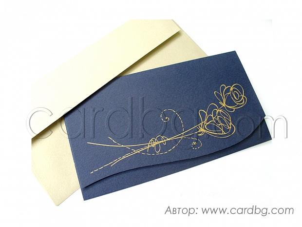 Стилна покана в тъмно синьо със златиста роза