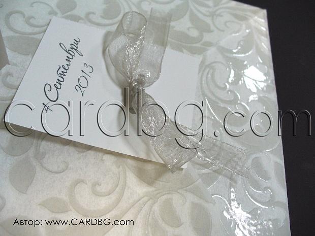 Изчистена нежна покана за сватба в сиво и бяло № 32821