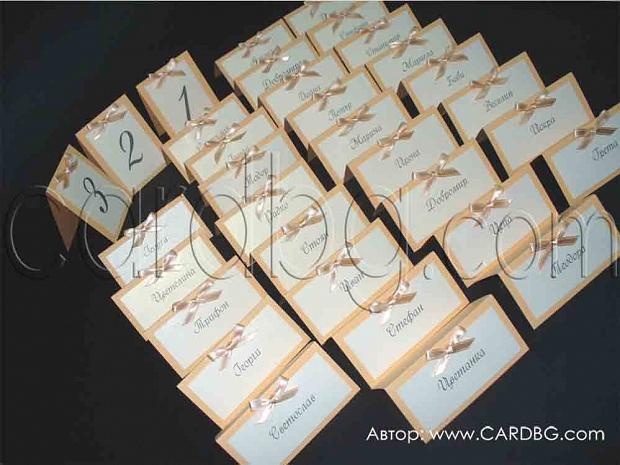 Тейбъл карти и номера на масите в цвят праскова / оранжево и екрю
