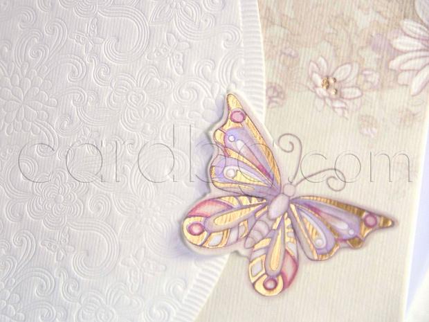 Елегантна покана с нежни релефни елементи и пеперуда № 31307