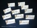 Тейбъл картички с имена на гостите и номер на масите с кафяви рози