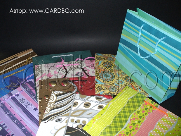 Код 28: хартиени торби, цветове микс, среден размер 24х26х8 см
