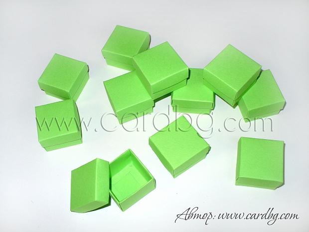 Малка кутия с отделен капак 4x4x3см. тревисто зелена